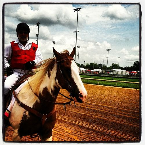 Kentuckyoaks Derbytime Churchill Downs Horseracing Grandstands Frontrow Louisvilleky