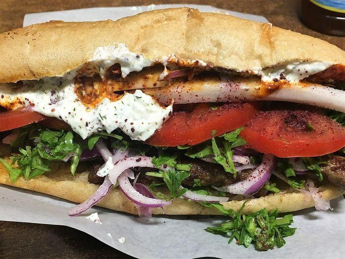 Die türkische Spezialität Köffke Fast Food Food Food And Drink Köffke Pita Bread Sandwich Türkische Spezialität Türkisches Essen Wrap Sandwich