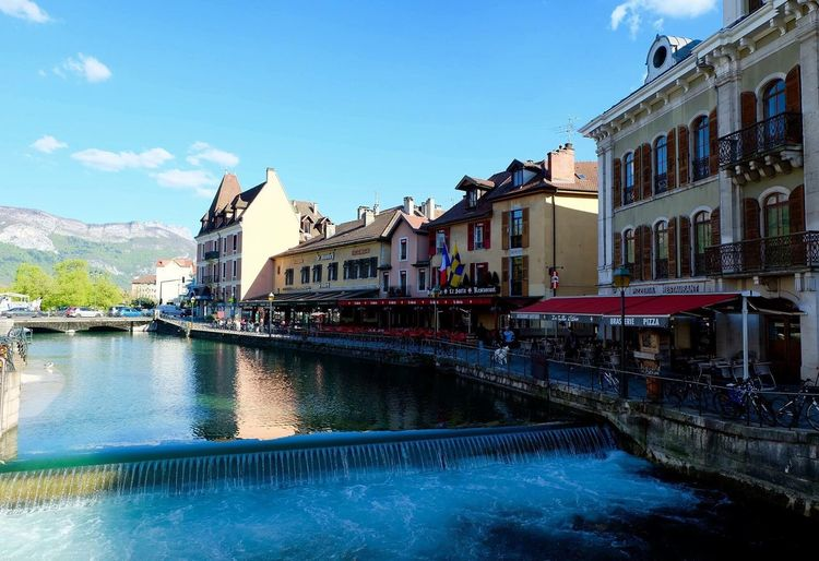 Beautiful River Thiou Annecy, France Landscape Water Reflections Old Building Exterior Taking Photos Check This Out Travel Photography Feeling Lucky Lizaratravelphotography People Watching Making Memories! :) Vacation Time Our Best Pics Lizara ❤️ Unconditional Love taken on 28/4/2016 during my visit to Annecy.