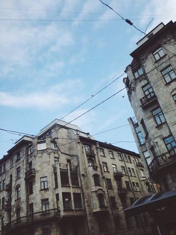 смотри вверх ближе к небу