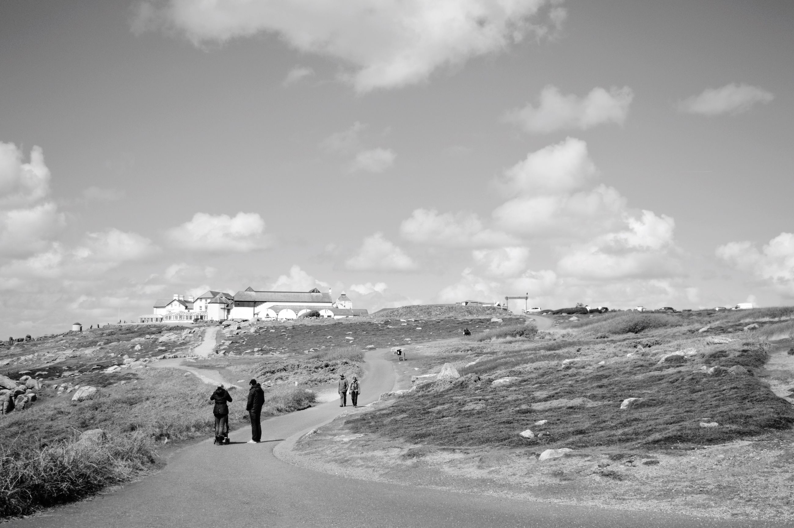 sky, men, lifestyles, leisure activity, large group of people, walking, person, cloud - sky, tourist, mountain, nature, mixed age range, medium group of people, vacations, day, group of people, beach, cloud, scenics