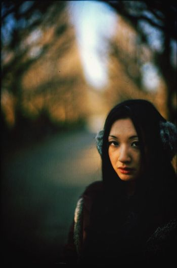 Distant Light Portrait Girl Japanese  Tokyo LeicaM7 Noctilux Autumn