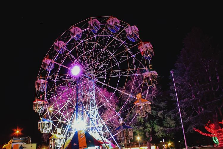 Best view in town Night_shooterz Night_collection Circular School Holidays Circles Everywhere Vivid Pink Illuminated Lighting Up The Night... Christmas In July Country Life Country Town Travel Destinations Winterfest Night Illuminated Amusement Park Ride Arts Culture And Entertainment Low Angle View Sky Ferris Wheel Glowing Tree Celebration No People Outdoors Lighting Equipment Long Exposure Clear Sky Motion