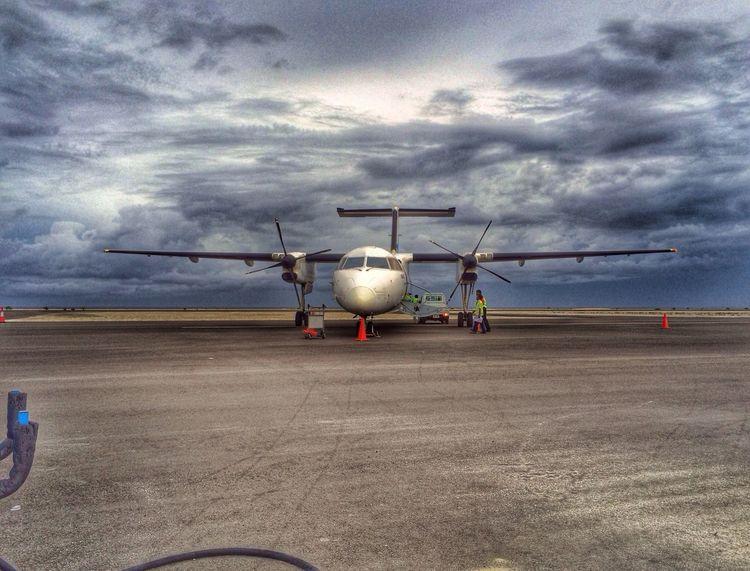 A Maldivian flight Flying