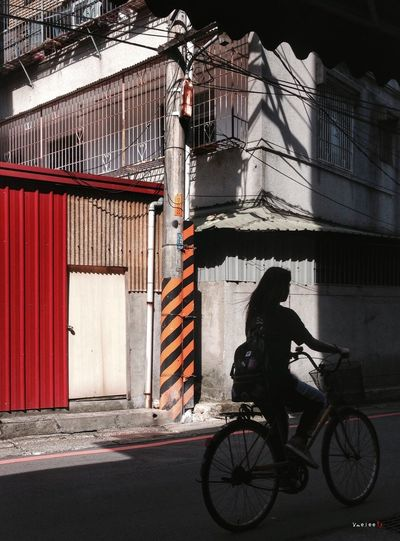 Taking Photos IPhone IPhoneography Iphonephotography Silhouette Light And Shadow Shadow Bicycle City Life Alley People Taipei