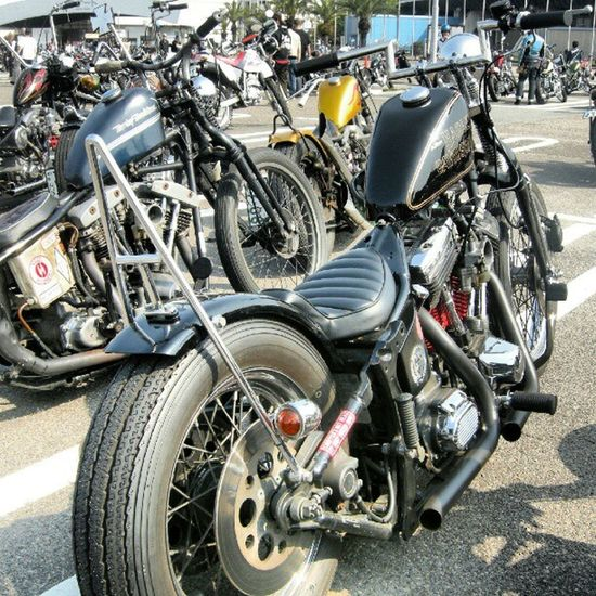 old photo JOINTS CUSTOM BIKE SHOW parking Harleydavidson Evo Blockhead Softail chopperbobber