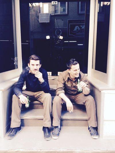 Gün yoğunluğuna soda,sigara molası 😊 Izmit Kocaeli Osmanbey Ups Upstürkiye Kahverengi Giyinen Adamlar