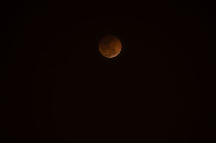 Super Blue Blood Moon 2018 Lunar Eclipse Simplepleasures Agameoftones Artofvisuals Vibesofvisuals Moodygrams Vibegramz TheWorldThroughMyLens Lifeasiliveit Moon Astronomy Night Full Moon Planetary Moon Moon Surface