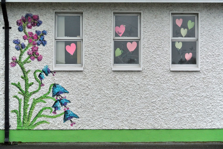 Art And Craft Building Exterior Childhood Creativity Flowers Hearts Mural School Wall - Building Feature Windows