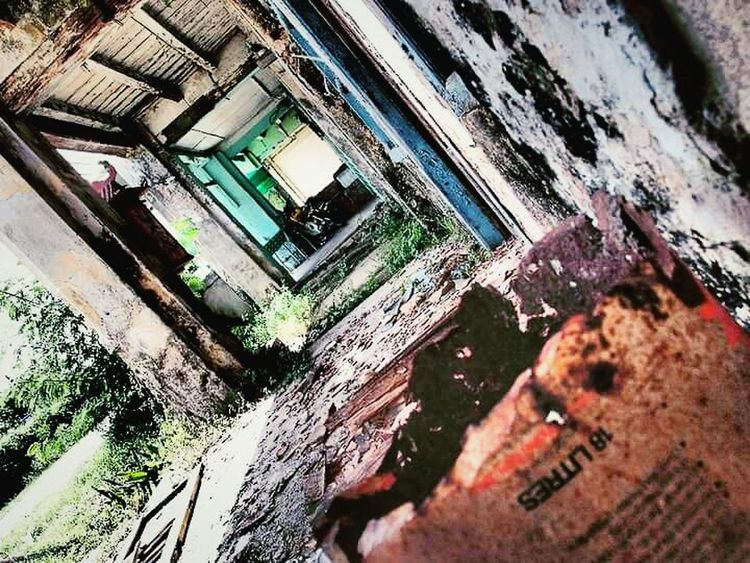Abandoned house Abandoned House Abandoned My Capture  Empty Places Creepy Atmoshpere Dusty Old House Ready To Explore Damaged Bad Condition Damaged Building Peeling Paint The Week Of Eyeem Fresh On Eyeem  Hello World