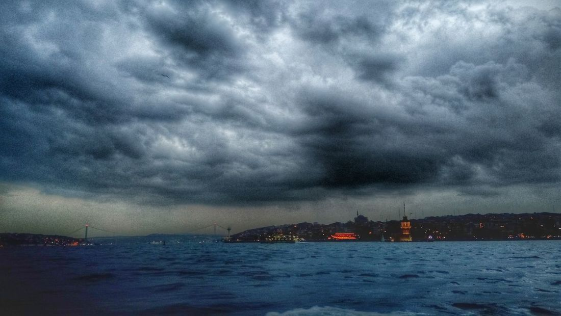 Istanbul Turkey Rainy Days Doğalyaşam Bahar Geldi Cool_capture_ AsLongAsYouLoveMe Mükemmeldi TahSohComecando Mukombitacomolamamá First Eyeem Photo Showcase April Kız Kulesi Istanbullovers Istanbulove Istanbul - Bosphorus Istagood Historical Buildings Boğaz Köprüsü BoğazdanManzaralar That's Me Historical Building Taking Photos Historical Monuments Nikonphotography Enjoying Life