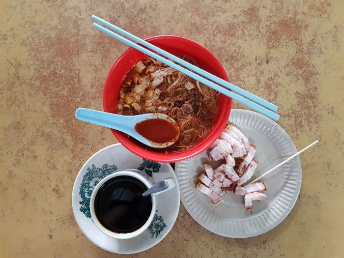 Penang hawker food for breakfast - hokkien mee + crispy pork + kopi o #hawkerfood SamsungS8Plus Samsungphotography Penang #FoodLover  Food Stories #localfood #foodporn #foodphotography #breakfast EyeEm Selects Food And Drink Coffee - Drink Coffee Cup Indoors  High Angle View Table Drink Bowl No People Close-up Food Freshness
