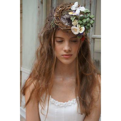 これはもう、アートとしか呼べないほどのヘッドドレス。。。 2着目は、森を感じるヘッドドレスも良いものです。。。 勿論クリオマリアージュのオンラインショップでもご購入可能です♫ ウェディングドレス クリオマリアージュビジュー ドレス Cliomariage Weddingdress Dress ドレス カラードレス クリオマリアージュ ガーデンウエディング Wedding ウェディング 結婚 結婚式 結婚式準備 タキシード Accessory アクセサリー ヘッドドレス ギフト ブライダル Fashion ファッション ナチュラル プロポーズ 渋谷婚纱撮影前撮りプレ花嫁記念日