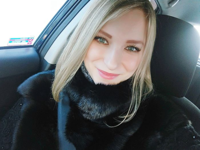 Portrait Car Confidence  One Young Woman Only People Only Women Looking At Camera Beautiful People Blonde Close-up Young Adult One Woman Only Smile :) Faces Of EyeEm Екатеринбург Selfie ✌ Hello World