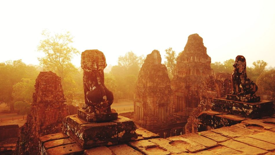Angkor Cambodia ASIA Ancient Ruins Ancient Temple Rising Sun Architecture_collection Khmer Empire Travel Photography Morning Light Architecture Beautiful Place Capture The Moment Perfect Moment Sun Rising Sunrise Silhouette Beauty Of Angkor
