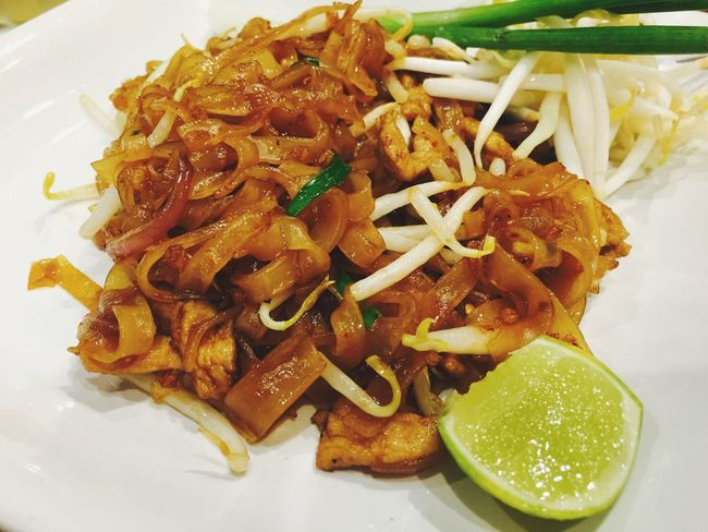 Phadthai Phad Thai Thai Food Thaifood Thai Food Meal Plate Ready-to-eat Serving Size Portion Savory Food Signature Dish Famous Menu Famous Menu In Thailand Close-up Noodle Lime Savory