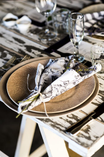 Blakck And White Close-up Day Decoration Design Dinner] Drink Drinking Glass Focus On Foreground Indoors  Lunch Lunch Time! No People Place Setting Serviette Setting Taberna Table Taking Photos White Wine Wineglass Wood