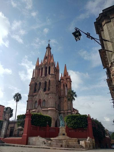 iglesia San Miguel Arcangel Without People Unfiltered Statue Religion Cityscape Sky Architecture Building Exterior Church