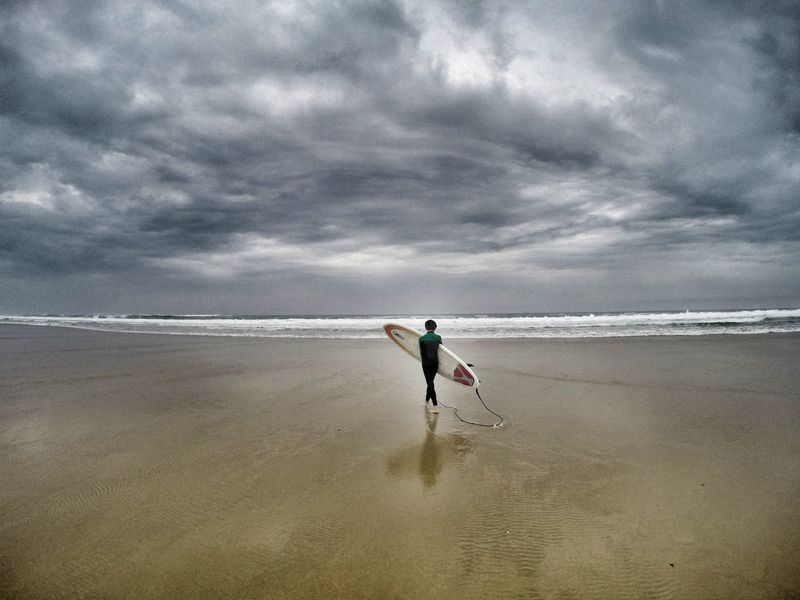 Beach Cloud - Sky Outdoors Tranquility Sea Horizon Over Water Surfer Surf Surf Photography Lacanau-océan Surfing The Great Outdoors - 2017 EyeEm Awards Landscape Landscapes Surf Session The Portraitist - 2017 EyeEm Awards Live For The Story Sommergefühle Lost In The Landscape Done That. Go Higher