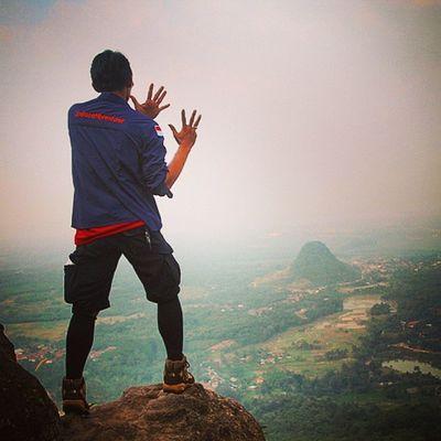 """Latepost Dirgahayu indosat@venturer ke 9 thn. Bersama kita MUNCAK, bukan untuk CONGKAK... Bersama kita berdiri di TANAH TERTINGGI, untuk lebih MERENDAHKAN DIRI... """" ADVENTURER FOR BROTHER, ADVENTURE FOR THE FUTURE..."""" Salam dari Gn. Munara 06/06/2015 Indosat_adventurer Gunungmunara Munara Indomountain Caraka_kencana Catatan_pendaki Beautiful Indonesiabagus Dirgahayu Jejakpetualang Pendaki_kantoran Pendakiindonesia"""