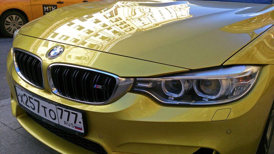 Auto Auto-Design_Studie Bmw Bmw M4 Car Design Day Design BMW M4 Details Car Design Downtown Moscow Gold Colored Golden Golden BMW M4 Goldener BMW M4 Licht Und Schatten Lines Of Golden BMW M4 PLAKATiv Sunny