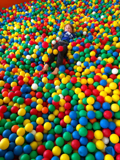Abundance Ballenbak Boy Childhood Colored Balls Day Indoors  Large Group Of Objects Leisure Activity Lifestyles Multi Colored One Person People Playing Real People