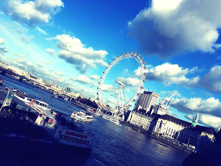 🎡 London Thamse London River View London Eye Beautiful Ferris Wheel Sky Big Wheel Arts Culture And Entertainment Cloud - Sky Amusement Park Ride Outdoors River Day Built Structure Architecture No People Low Angle View Water Building Exterior Travel Destinations EyeEmNewHere