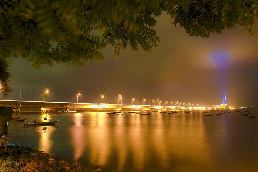 ...2 cities now connected Learn & Shoot: After Dark Bridges_aroundtheworld Bridge - Man Made Structure Bridge Bridgeporn Suramadu Bridge Suramadu Taking Photos Check This Out Hello World Surabaya City Landscape_photography Long Exposure Madura Island