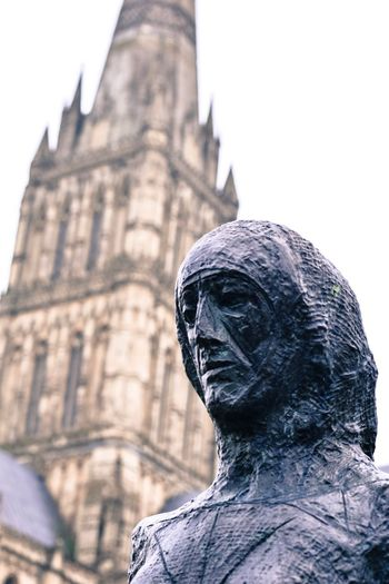 Skulptur Woman Architecture Architecture_collection Art Outdoors Cathedral Winter Taking Photos History Historic