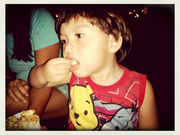Enzo adora pipoca!