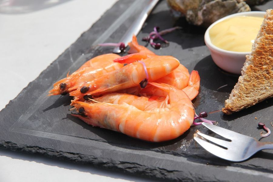 Crevetten, Shrimps, Gambas, Bretagne, France, Seafood Restaurant EyeEm Selects Food And Drink Food Seafood Freshness Wellbeing Healthy Eating Ready-to-eat Plate Close-up Table Kitchen Utensil Eating Utensil Salmon - Seafood