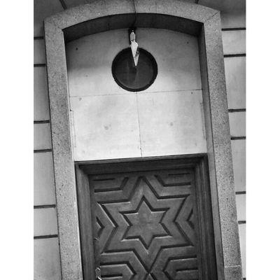Madridgrafias Movilgrafiasbn_madrid Ig_captures_minimalism Ig_minimalismo Blackandwhite Blancoynegro Bwcollaboration Instagram Igs Ig_captures Instamood Mobilephotography Ig_editors_spain Webstaq13 Snapstagram