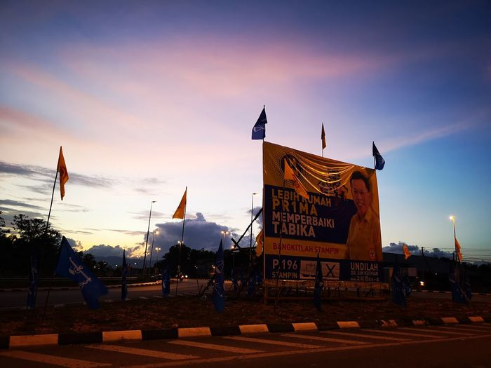 Kempen Bendera City King - Royal Person Sunset Army War Flag Ceremony Sky Architecture