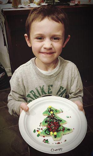 Portrait of cute boy in plate