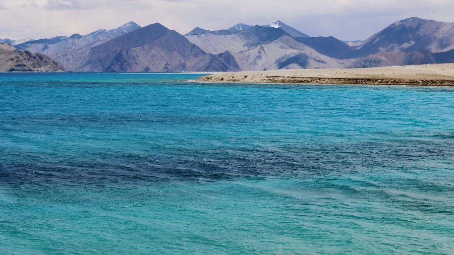PangongTso~ Ladakh India Landscape_photography Nature Diaries Mountain Range Mountains And Snow Tranquil Scene Tranquility Majestic Non-urban Scene Himalayan Range Youngest Mountain Range Lakeview Remote Location PangongTso Beautiful Nature Check This Out Ladakhdiaries Incredible India Natural Beauty Beauty In Nature Nature The Great Outdoors - 2017 EyeEm Awards