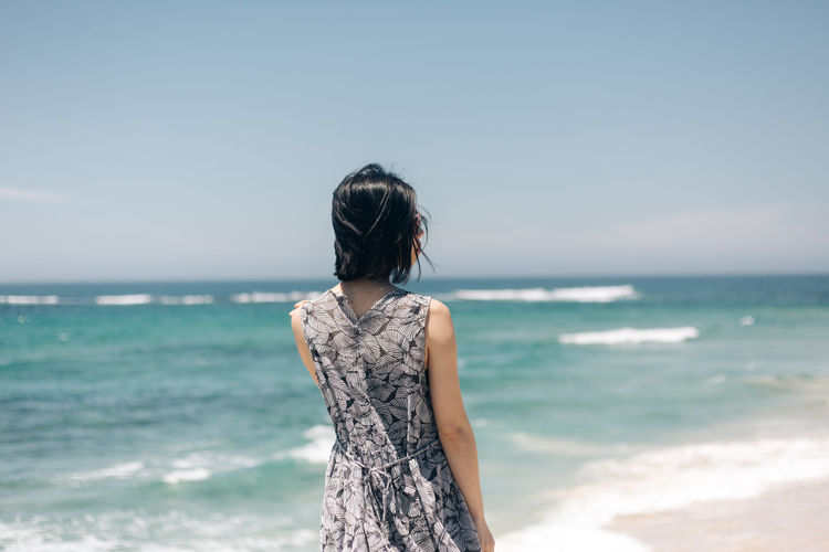 Sea Water Horizon Over Water Horizon Leisure Activity Land One Person Sky Beach Hairstyle Rear View Hair Standing Lifestyles Beauty In Nature Scenics - Nature Nature Real People Casual Clothing Outdoors Looking At View Travel Destinations People Portrait