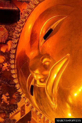 Título: Wat Pho. Autor: Marcus Populus. Lugar: Wat Pho, Bangkok, Thailandia. Cámara: SONY SLT A65V. f/5.6, 1/50s, ISO 1600, 110mm. Religion Sculpture Spirituality Statue Travel Destinations