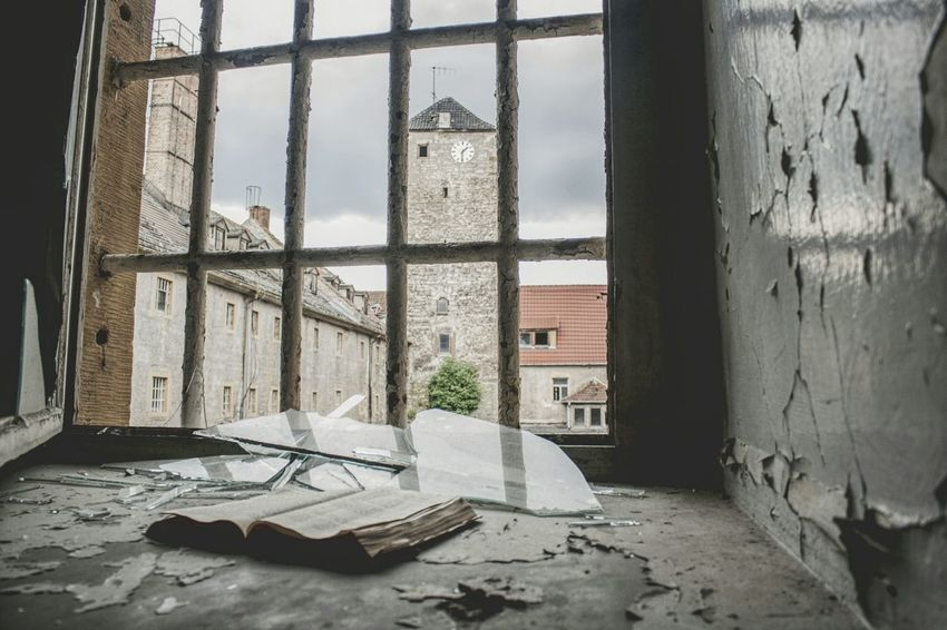 Urbex Urbexphotography Abandoned Places Abandoned Buildings Abandoned House Urbexexplorer Urbanexploration Old Decay Urbex_rebels Urbexworld Old Interior Nature Photography Light Creepy Prison Window Abandoned Dirty Damaged Architecture Prison Cell Broken Shattered Glass