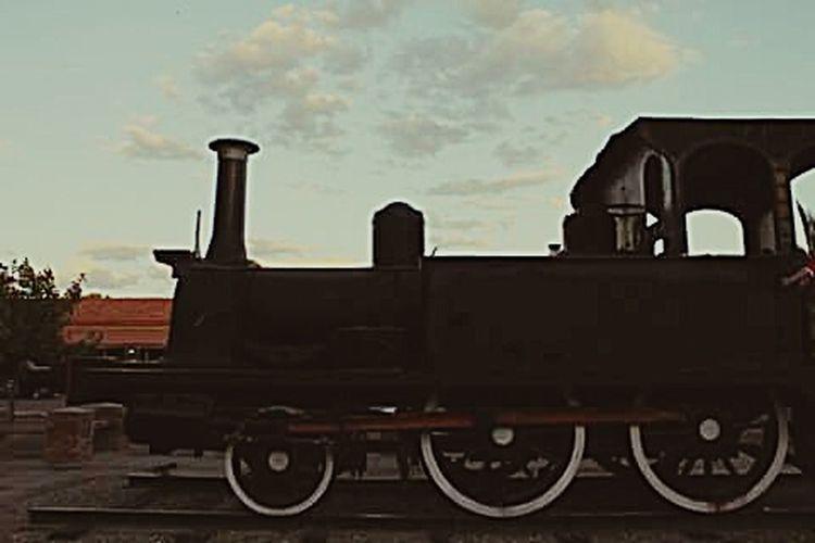 Vapor de nubes. Train Railway Clouds