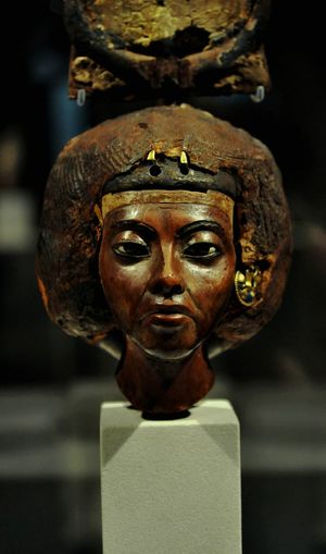 Egypt Egyptian Culture Gold Sculpture Statue King - Royal Person Gold Colored Arts Culture And Entertainment Antique Religion Place Of Worship History