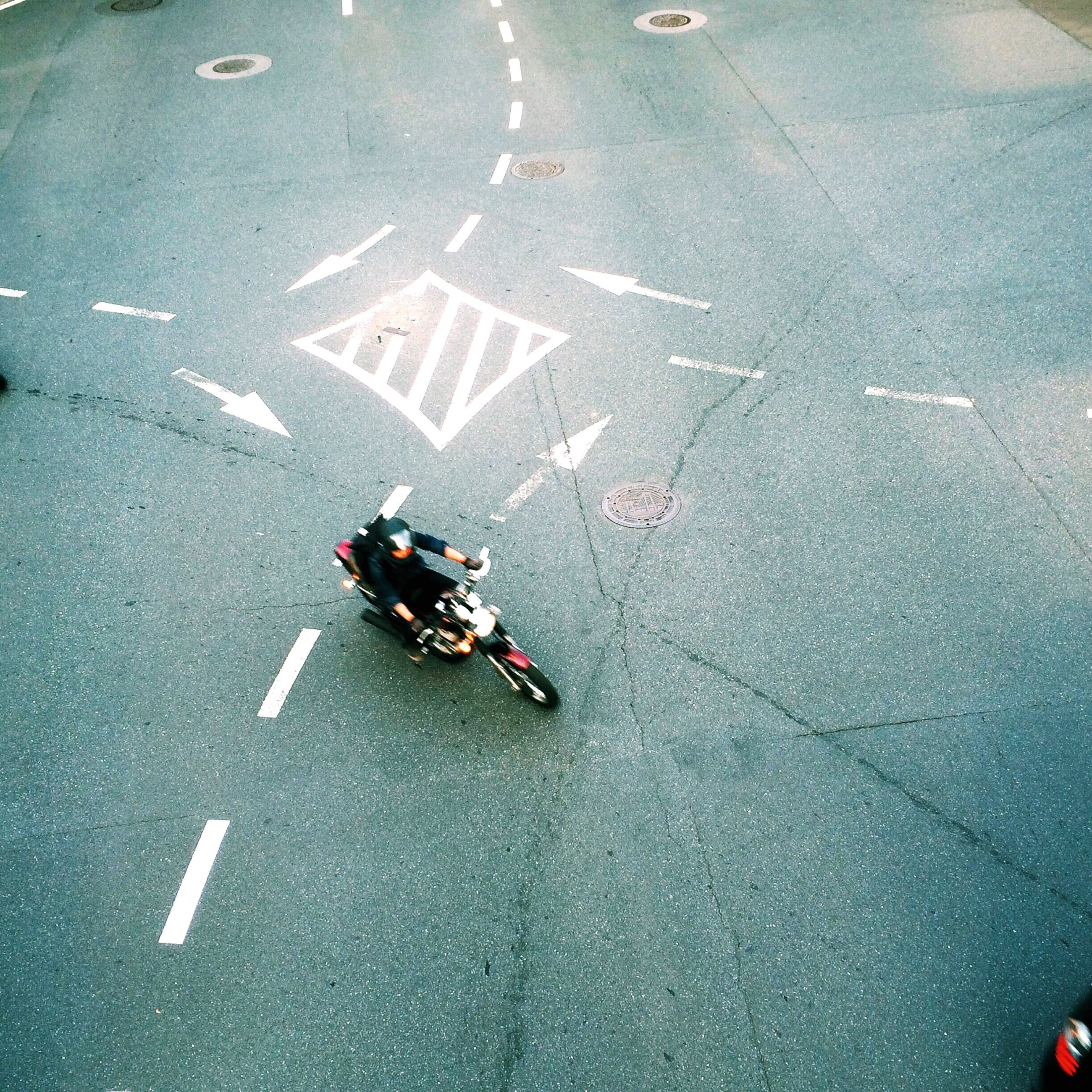 high angle view, transportation, street, road, road marking, mode of transport, asphalt, outdoors, land vehicle, day, elevated view, men, leisure activity, lifestyles, bicycle, unrecognizable person, on the move, car