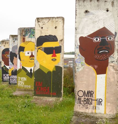 Paint The Town Yellow Architecture Built Structure Communication Day Discover Berlin No People Outdoors Road Sign Sky