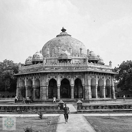 Humayun - Mausoleum, Neu Delhi India Delhi Newdelhi Srk likers likeme picfollow instaindian geek instalikers instaclick followpic kik bbm igt instamood instafollow humayun bestoftheday photooftheday picoftheday photography travelphoto blackandwhite