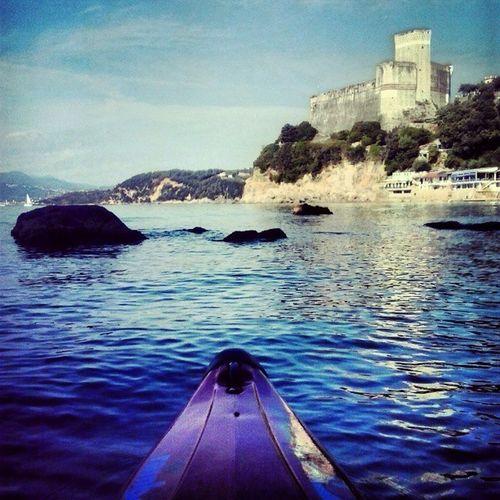 One more round! 💙 Kayak Discover  Sea Lerici Water Seascape Mare Igers Castle Paesaggio Italy Beautiful WOW Canoa Paesaggio Castello Italia Panorama Liguria Rivieraligure Awesome