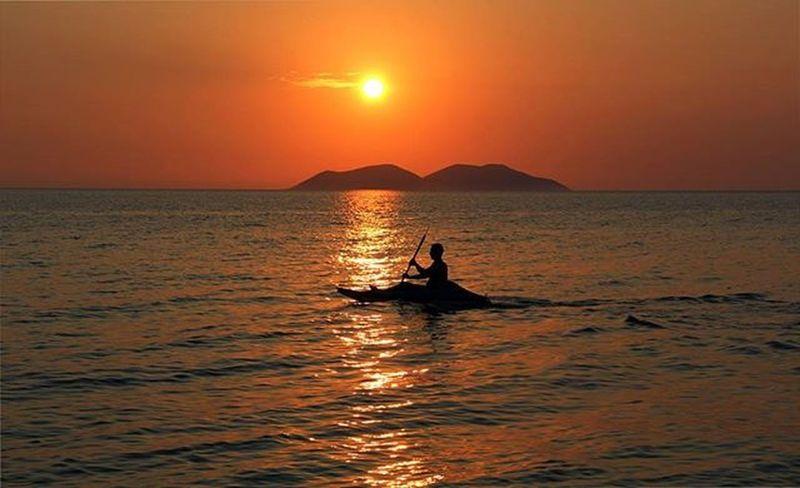 Vlora Valona Albania Shqiperia Ishullisazanit Perendim Diell Re Det Sunset Sun Island Persona Tramonto Mare Infuocato Orizzonte