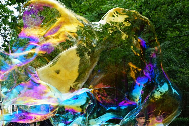 Vergängliches Bubble Multi Colored Outdoors Oil Spill Bubble Wand Spectrum Fragility Nature Bubble Collection Big Bubbles Big Bubble Refraction The Week On EyeEm Berlin Street Photography Berlin Love Paint The Town Yellow Discover Berlin #FREIHEITBERLIN