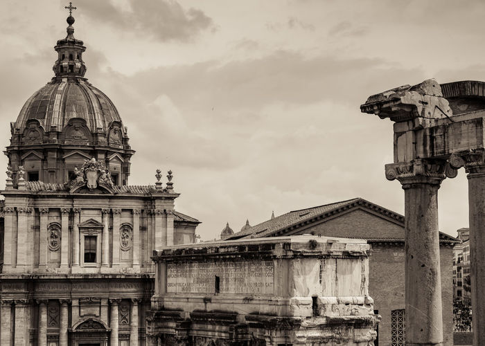 Built Structure Architecture Building Exterior Building Sky Religion Dome History Travel Destinations Place Of Worship Belief The Past Spirituality Nature City No People Cloud - Sky Low Angle View Architectural Column Outdoors Rome Roma Old Beauty Beautiful Ancient Roman Roman Empire EyeEm Best Shots EyeEmNewHere EyeEm Selects EyeEm The Great Outdoors - 2019 EyeEm Awards The Architect - 2019 EyeEm Awards