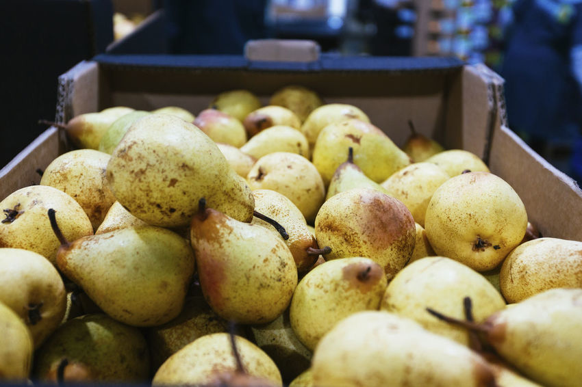 Abundance Business Close-up Container Food Food And Drink For Sale Freshness Fruit Healthy Eating Indoors  Large Group Of Objects Market Market Stall No People Pear Retail  Retail Display Ripe Selective Focus Still Life Wellbeing