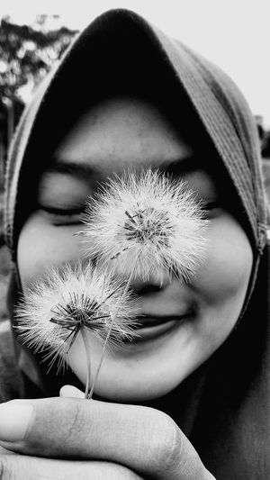 I'm dandelion Dandelion Dandelion Collection Dandelion In Spring Nature Freshness Day Outdoors Plant Growth Flower Hijabstyle  Hijabers_indonesia Beauty In Nature Photography Themes Indonesian Photographers Collection Wonderful Indonesia Palembang-Indonesia Obelixphotohraphy