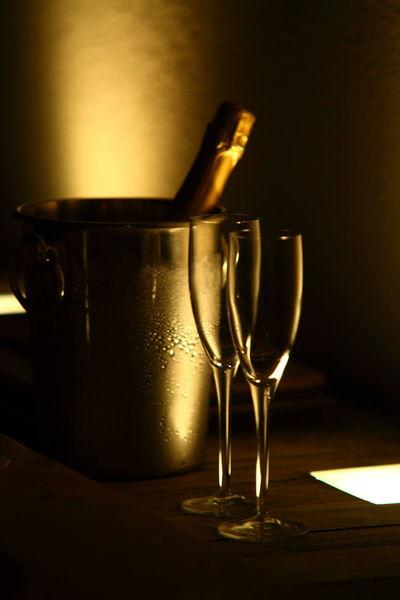 Champagne Honeymoon Ice Bucket Maldives Romantic Sparkling Wine Tender Wineglass